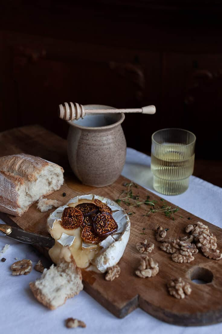 Baked camembert with caramelized onions, Honey, or Jam
